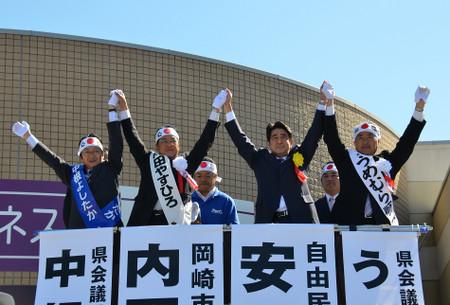 安倍晋三自民党総裁。2012年10月19日