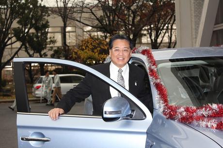 内田康宏。三菱自動車工業・岡崎工場にて