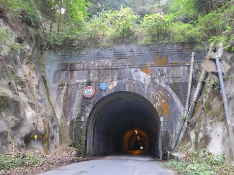 鉢地坂トンネル(国道473号)