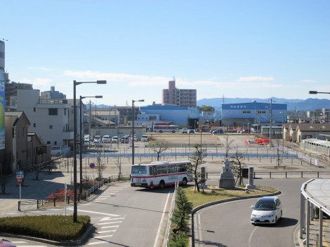 JR岡崎駅東口。複合施設の建設予定地
