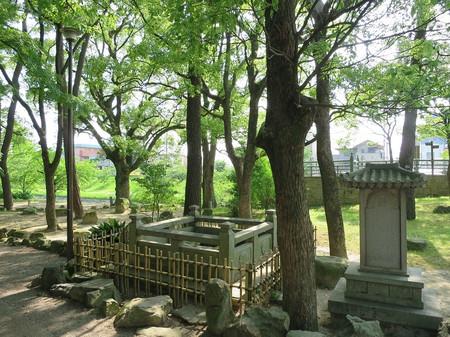 東照公産湯の井戸(岡崎公園)