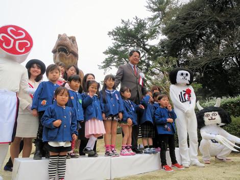 恐竜モニュメント完成記念式典(2015年3月29日)