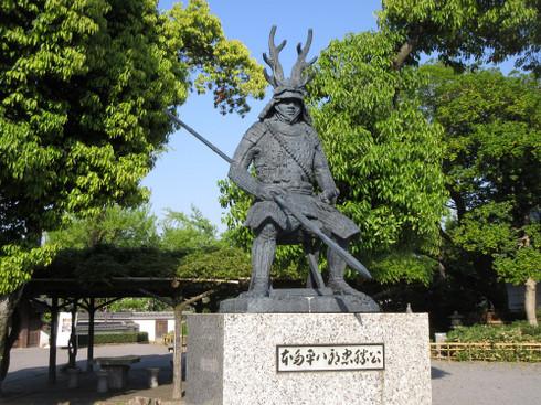 岡崎公園の本多平八郎忠勝公像